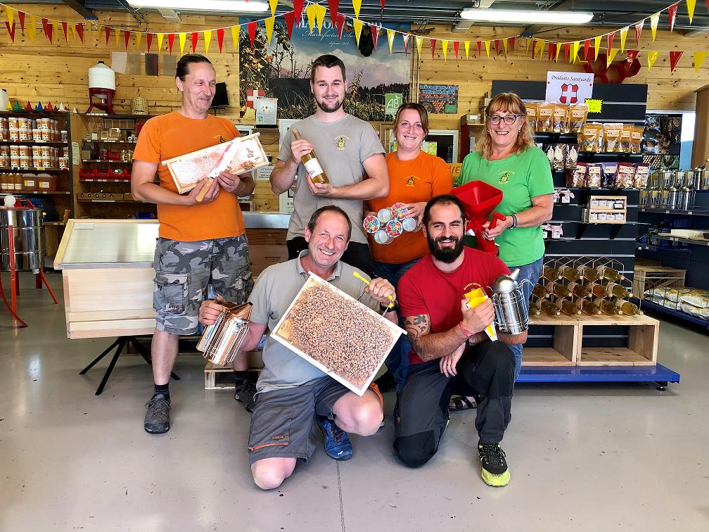 La maison ISNARD est la spécialiste régionale de l'univers de l'apiculture.