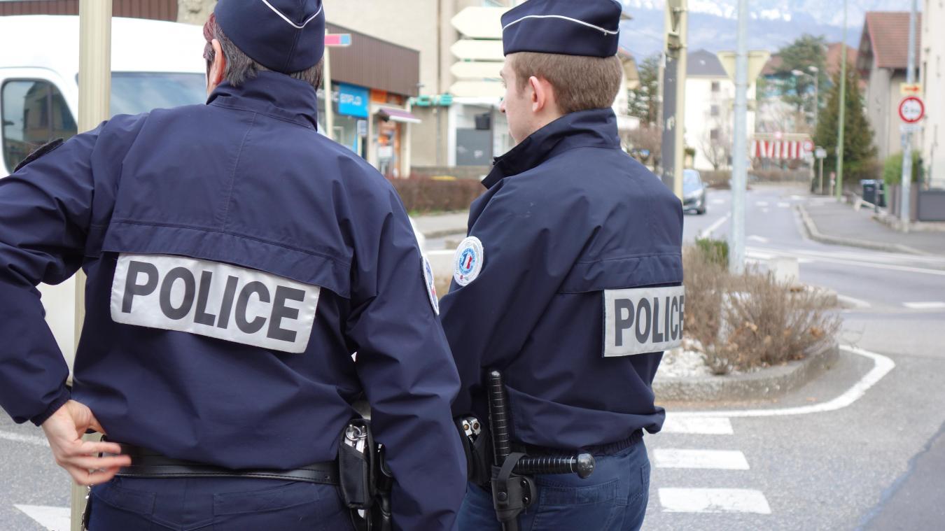 La police municipale a été appelée par un témoin.