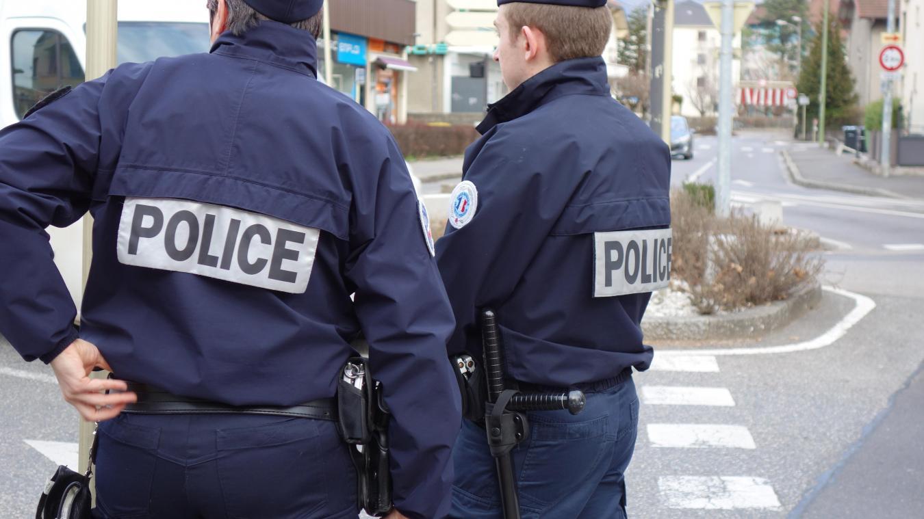 Les policiers annéciens contrôlent soit sur des points fixes, soit en patrouillant à Annecy et à Cran-Gevrier.