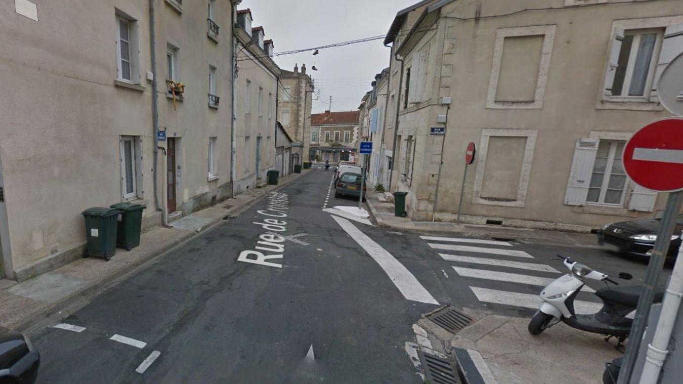 Le couvreur travaillé sur le toit d'un immeuble de Périgueux quand il été pris pour cible. Google Street View