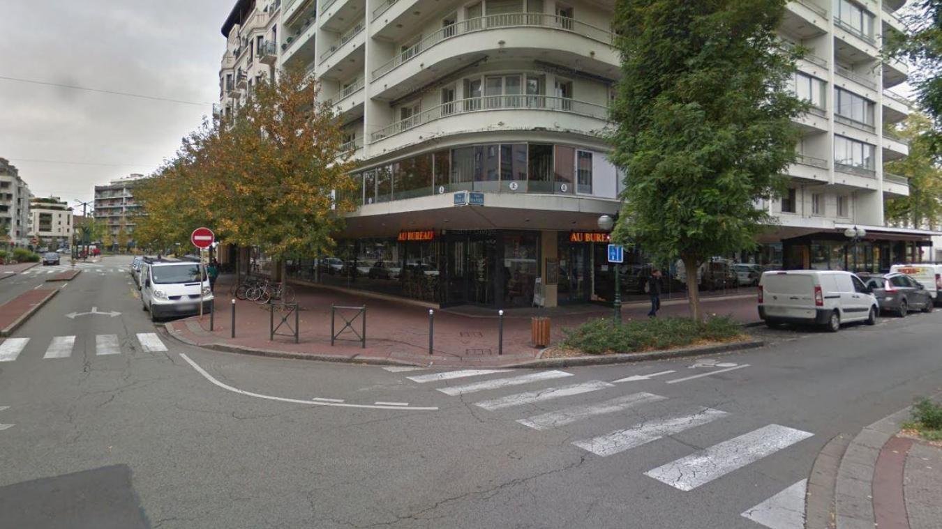 L'accident s'est produit au croisement de la rue de la Poste et de la rue Vaugelas.