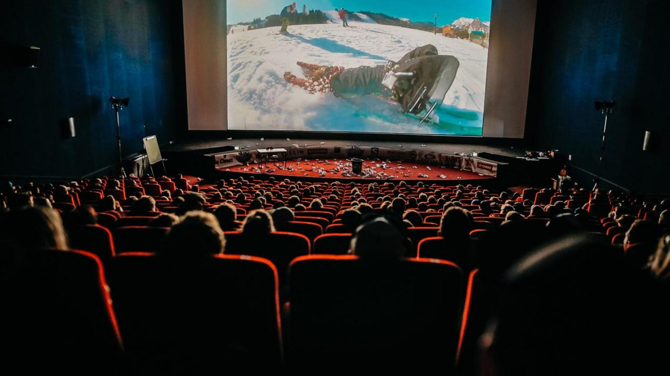 L'ADN du High Five festival, ce sont d'abord les films de ski (photo : Pierre Morel). Ensuite viennent les humoristes, comme Baptise Lecaplain (ci-dessous), ou la convivialité (grâce aux food-trucks).
