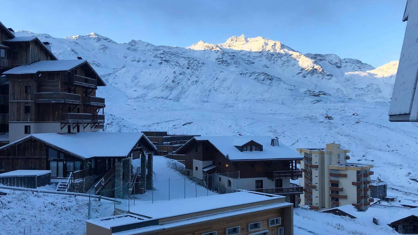 Lundi 7 octobre, la station de Val Thorens s'est réveillée avec un manteau blanc. Des images qui annoncent le retour des sports d'hiver. © Val Thorens