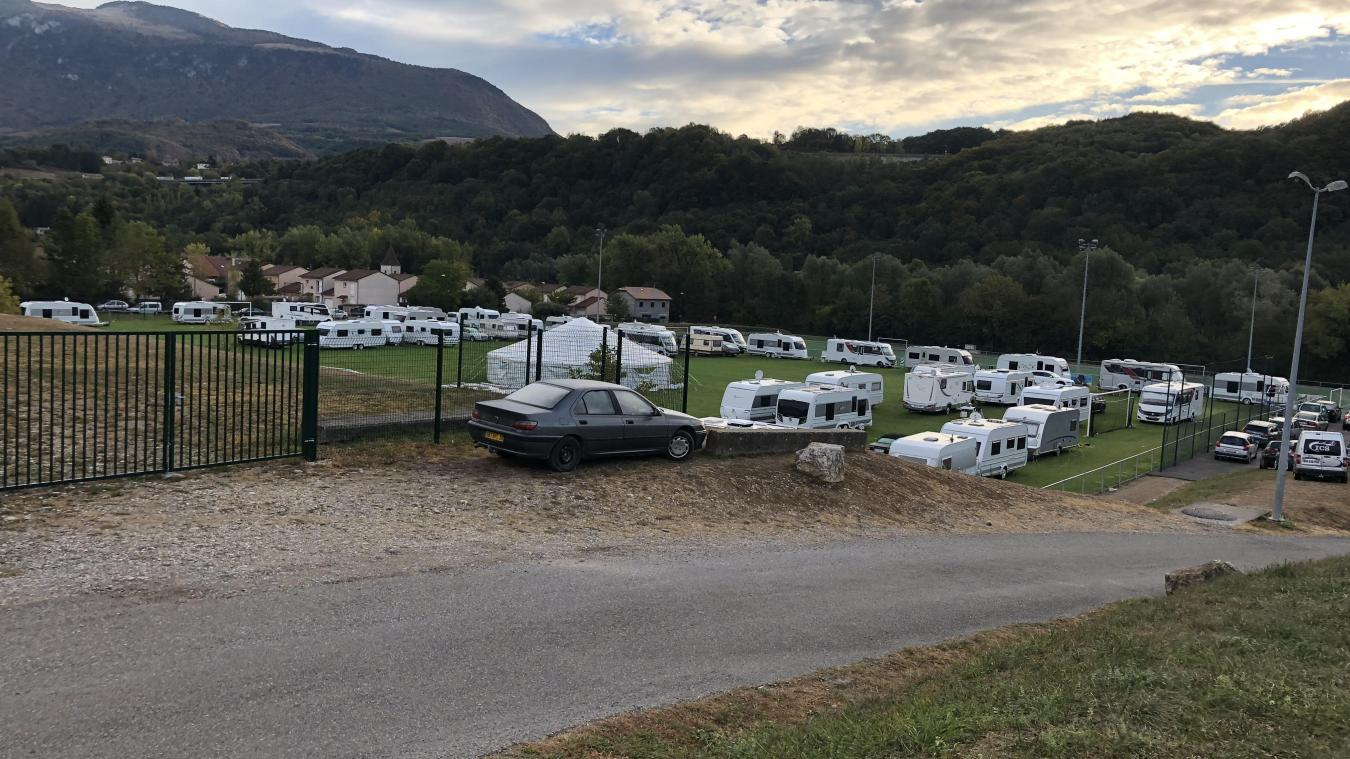Ce que l'on ne devrait plus voir : l'occupation intempestive des stades par les caravanes. Ici le stade Roger Petit, le 2 octobre 2018.