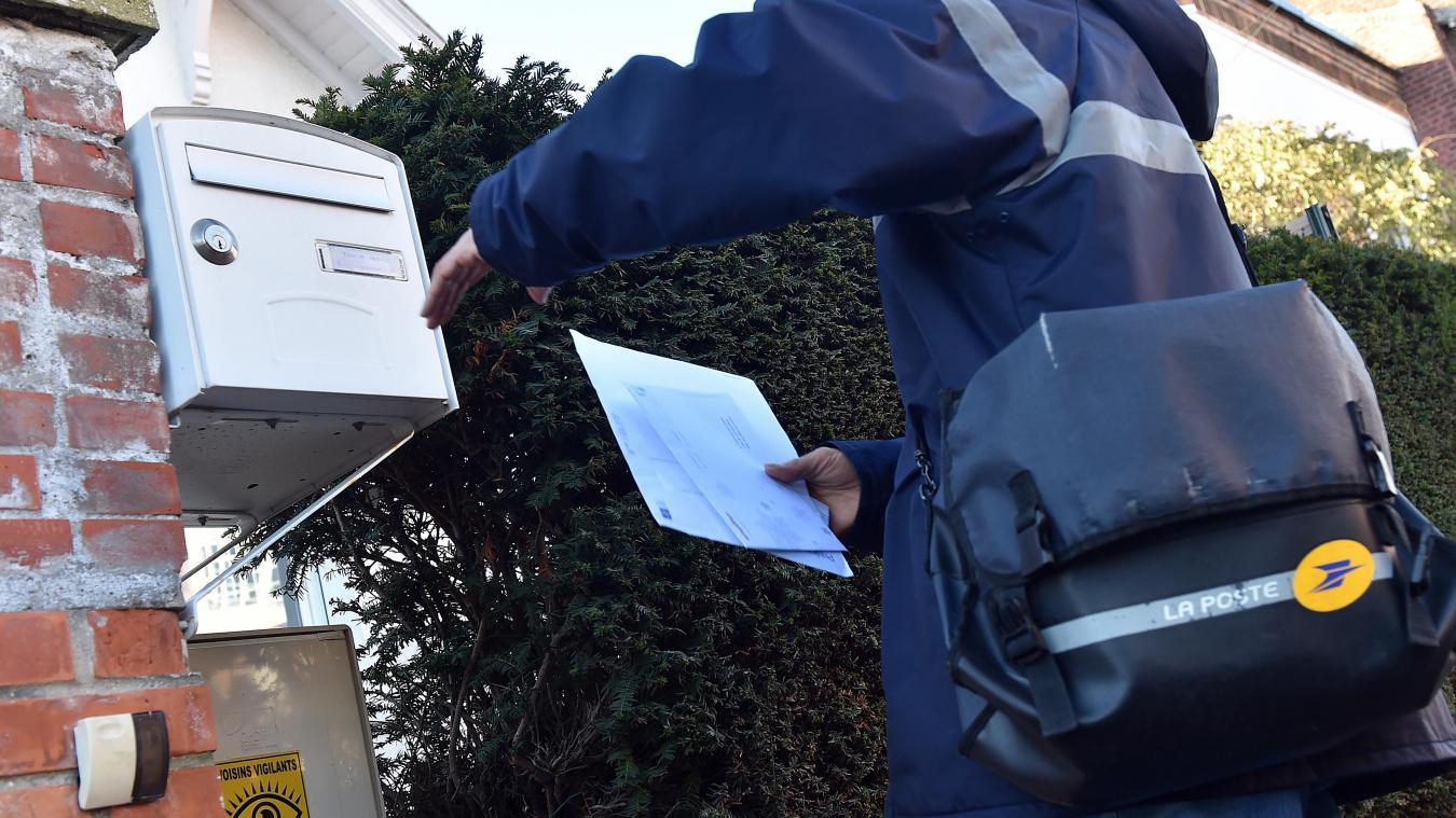 En septembre dernier, une postière de Tulle avait signé le récépissé d'un colis pour une usagère, avec son accord mais il s'agit d'un action interdite par le réglement. Elle a été mise à pied. - Photo d'illustration