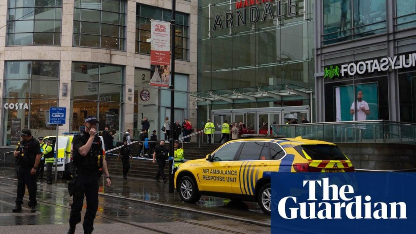 Vendredi 11 octobre, un homme a poignardé cinq personnes dans un centre commercial de Manchester. © The Guardian
