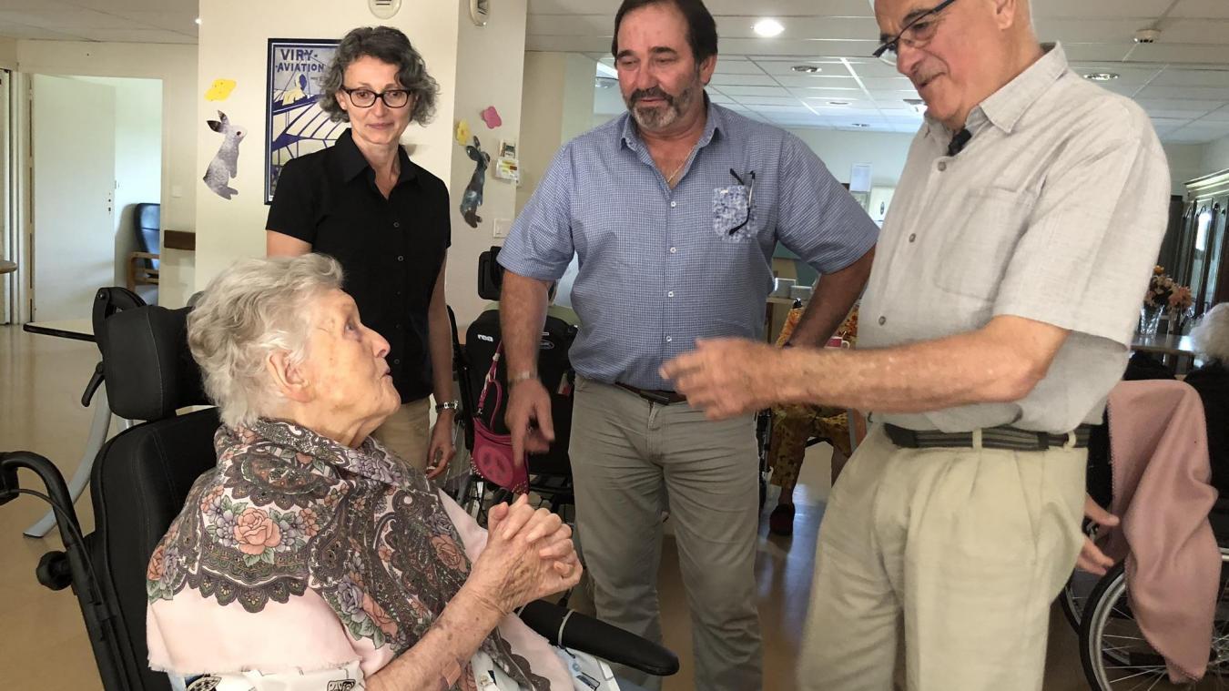 Nathalie Mourier, André Bonaventure et le président du conseil Départemental Christian Monteil lors d'une visite à l'Ehpad Les Ombelles, à Viry, autour de Saint-Julien-en-Genevois.
