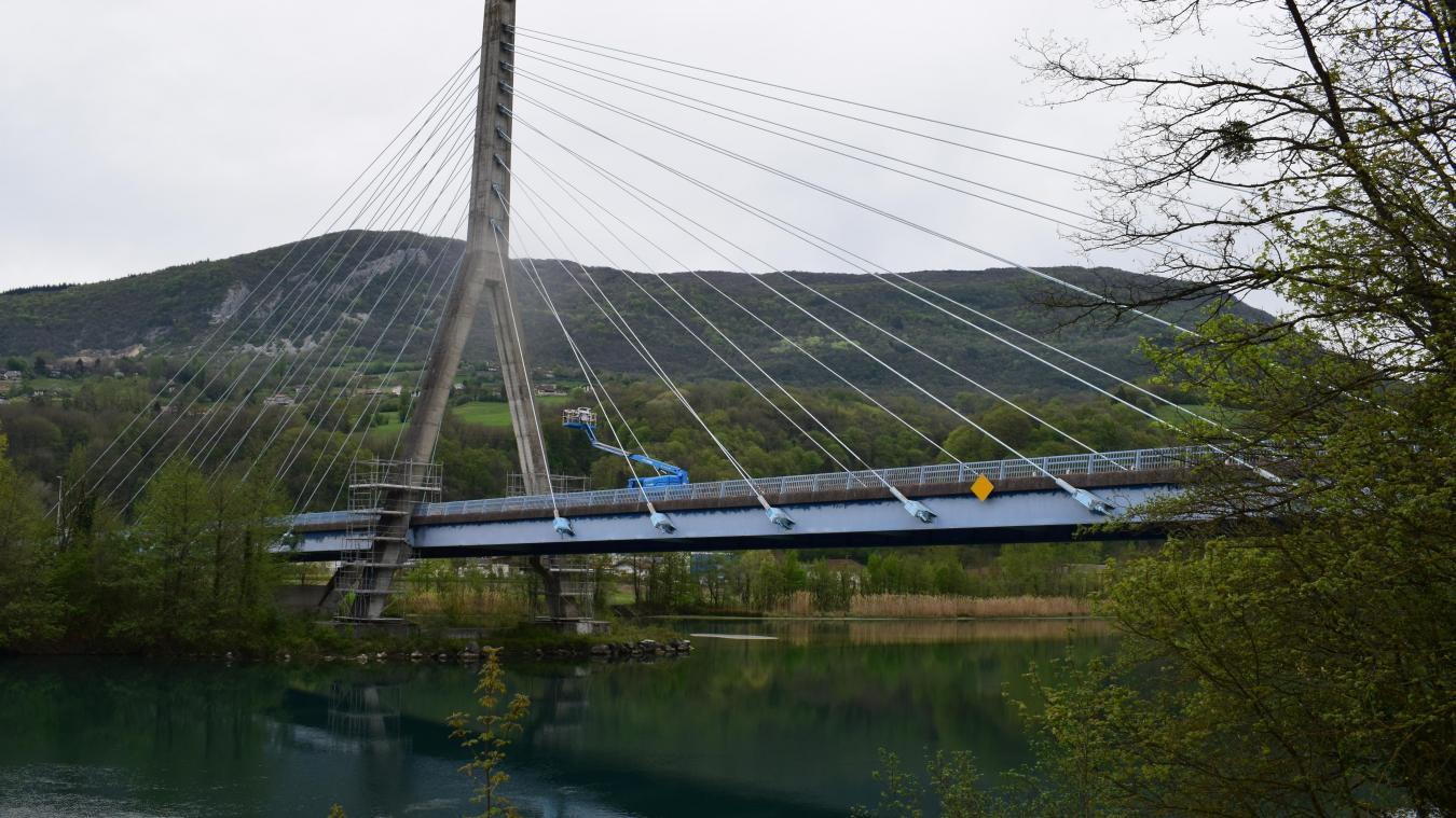 L'emblématique pont à haubans relie les deux Seyssel.