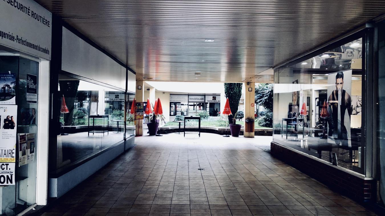 Le centre commercial regroupe plusieurs activités.