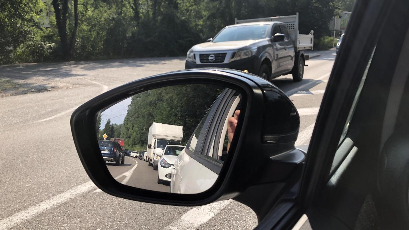Sur la RD 1206, aux heures critiques, le trafic pendulaire se traduit par d'inévitables bouchons.