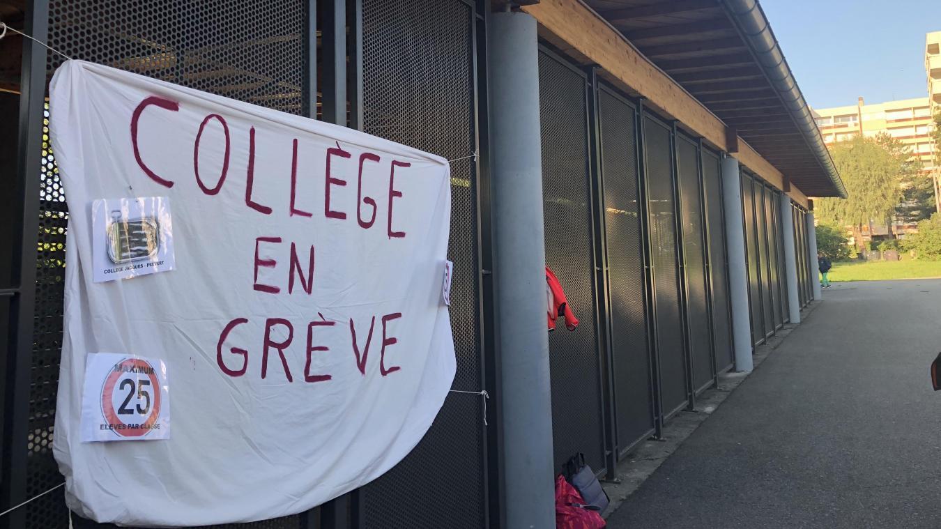 Mardi 3 septembre, des banderoles avaient été installées sur les abords du collège Jacques-Prévert.