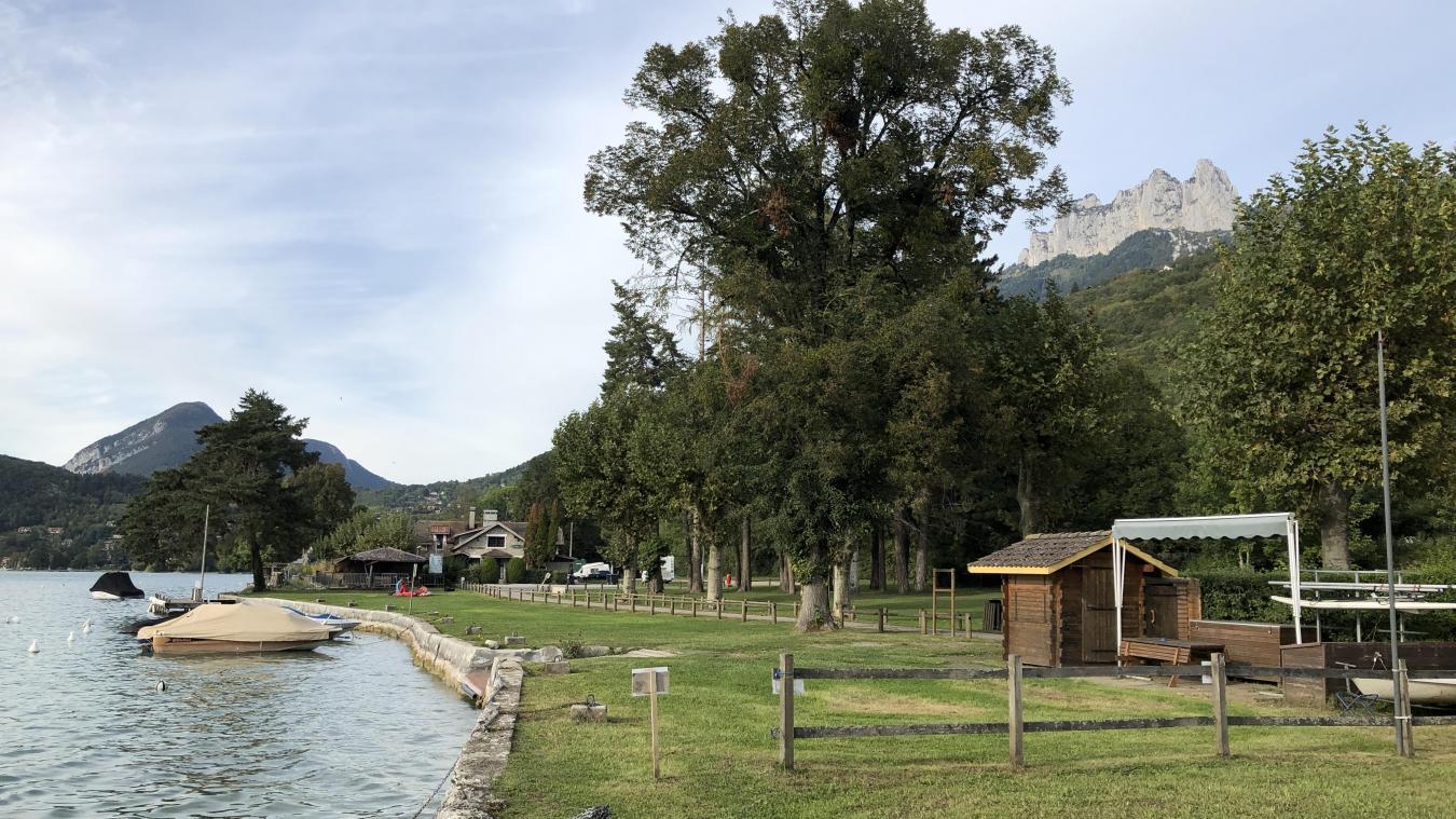 Le site de Talloires Espace Lac s'étend sur 450 mètres de berges, le long de la presqu'île d'Angon.