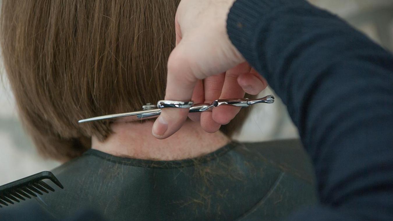 Rares sont ceux qui viennent avec les cheveux très longs, pour se faire couper court !