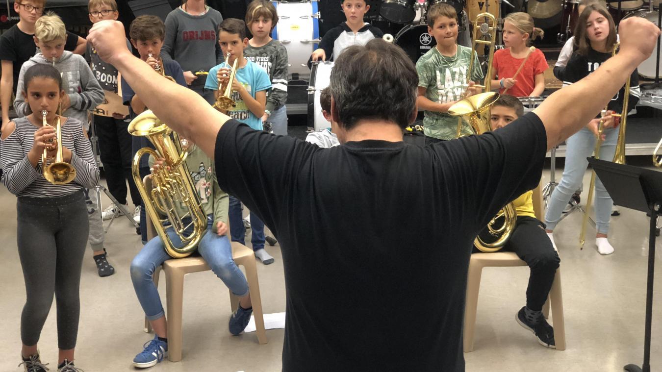 Chaque jeudi, les élèves se retrouvent pour répéter le morceau qu'ils joueront aux côtés d'Ibrahim Maalouf.