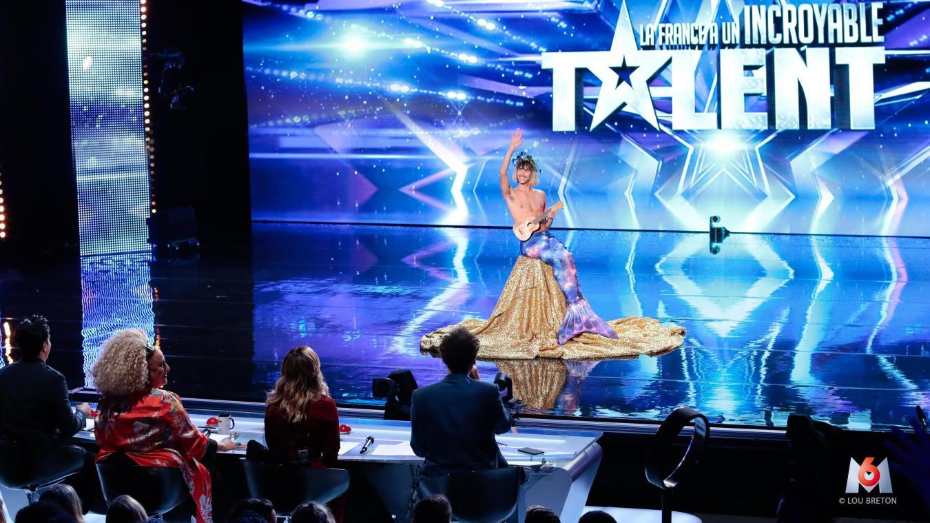 C'est en sirène que Téo Lavabo a rencontré le jury de l'émission. (Photo : Téo Lavabo/M6)
