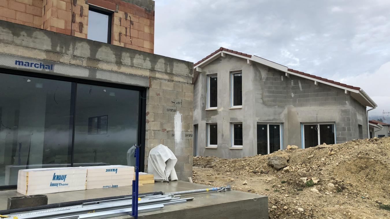 A Châtillon, de nouvelles maisons voient le jour le long de la RD1084, dans un programme privé.