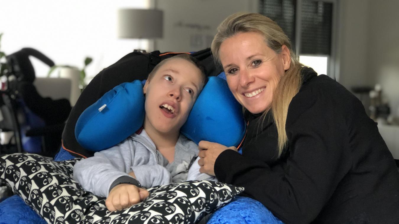 Romain est atteint d'une maladie génétique rare. Pour qu'il puisse se faire opérer du cerveau à l'étranger, ses parents ont lancé un appel aux dons.
