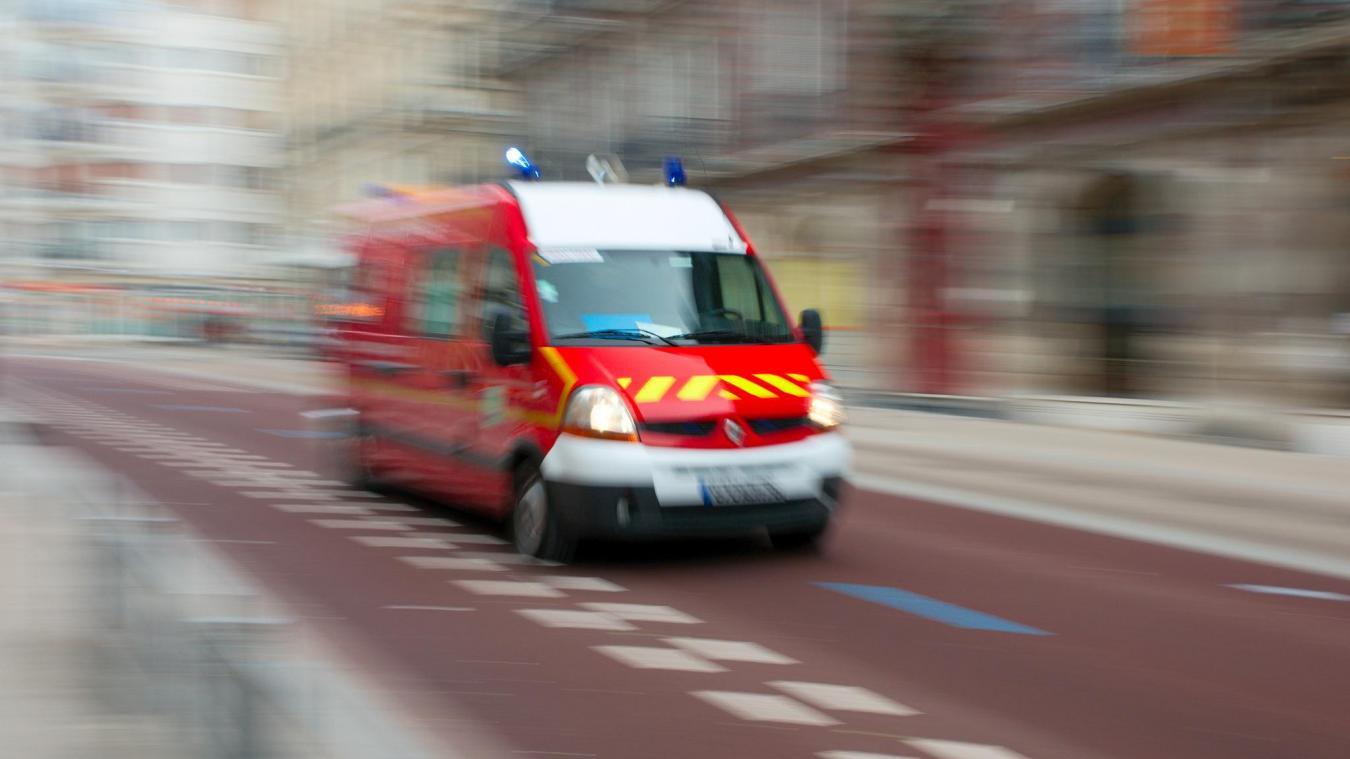 Les pompiers ont évacué le motard par les airs, et les personnes blessées de la voiture par la route. Photo d'illustration