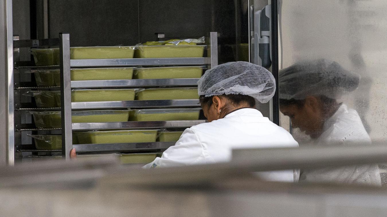 Des corps étrangers ont été retrouvés dans des purées fournies aux crèches par la société Elior, géant de la restauration collective.