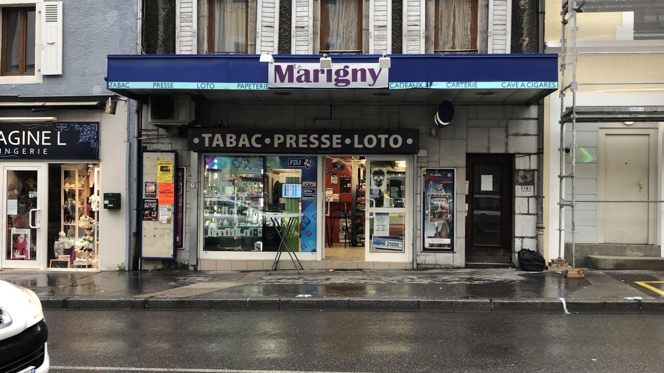 Jeudi 24 octobre, un individu est entré dans le bureau de tabac le Marigny, rue du pont à Bonneville, et a bousculé la caissière avant de dérober 250 euros dans la caisse.