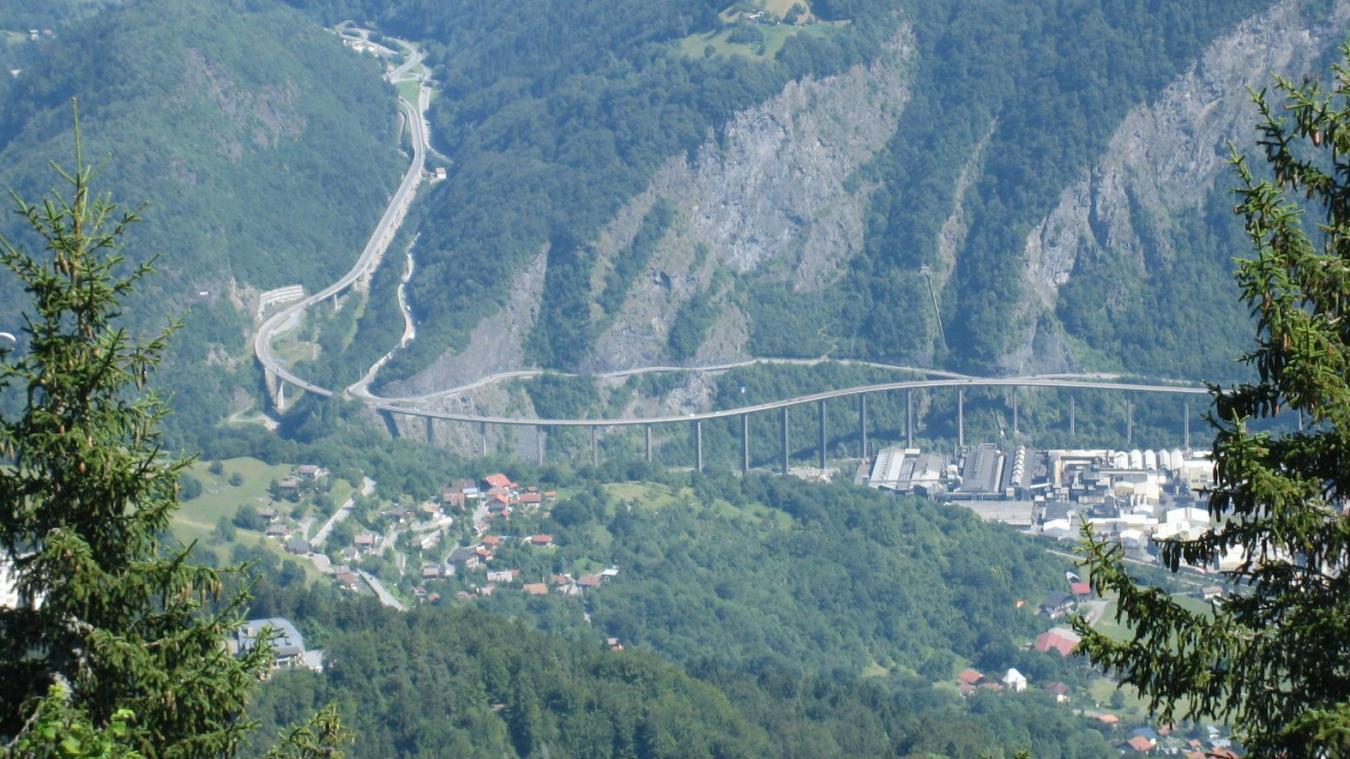 Mardi 29 octobre, aux alentours de 16h30, un camion est tombé en panne au niveau du viaduc des Egratz, dans le sens Passy Chamonix, provoquant des embouteillages sur cinq kilomètres.