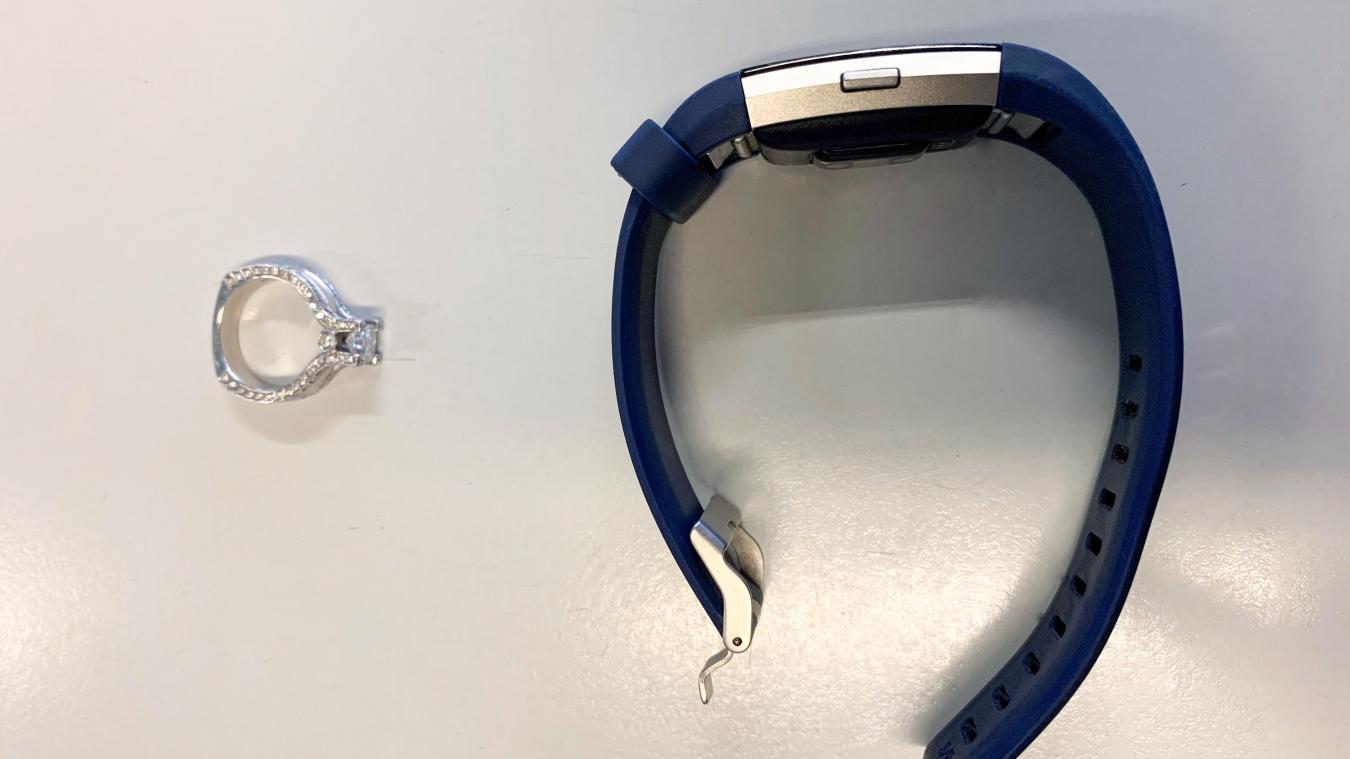 La bague et la montre seront rendues ultérieurement. (Photo AFD)