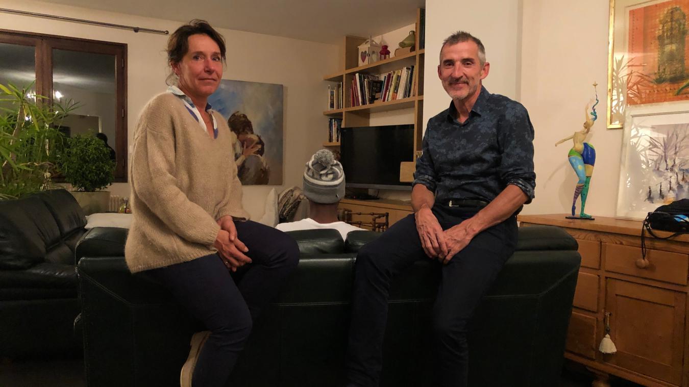 Agnès et Antoine hébergent Alhassane pendant un mois. La journée, le jeune homme travaille comme cuisinier dans un restaurant à Cran-Gevrier.