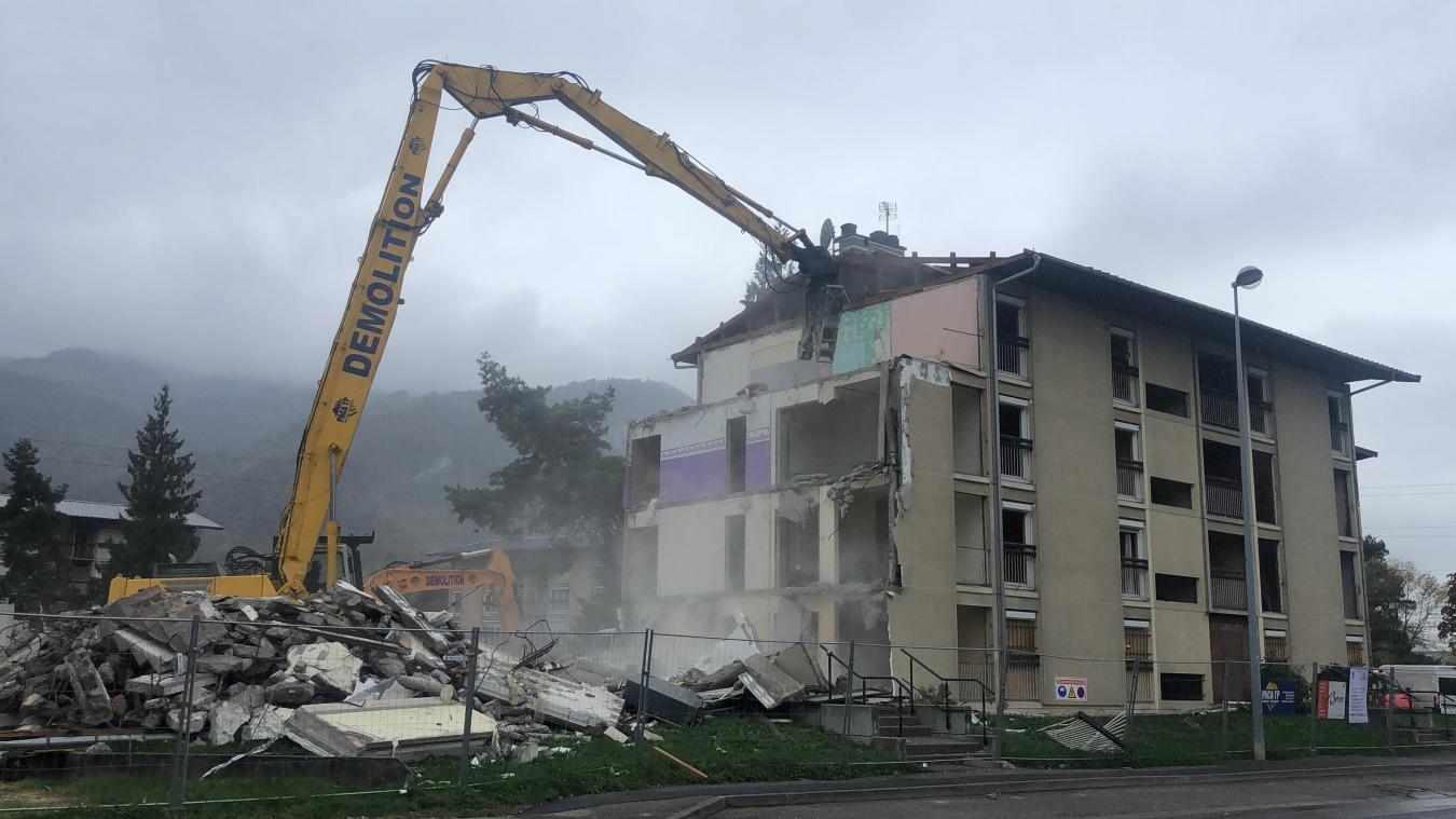 Les travaux de démolition du premier bâtiment ont débuté le 22 octobre