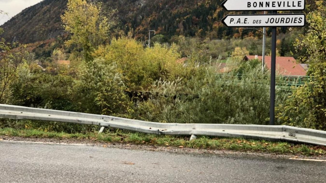 Samedi 2 novembre, suite à une sortie de route, un automobiliste, gravement blessé, s'est retrouvé 5 m en contrebas de la route, à quelques mètres du Borne.