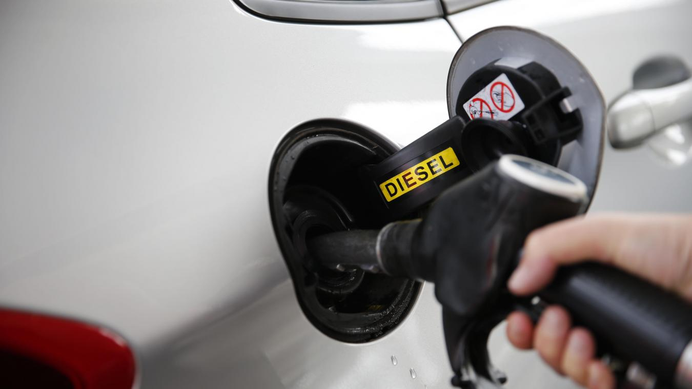 Dans les Yvelines, une pompe à essence s'est mise à distribuer du carburant gratuitement dans la nuit de lundi à mardi. (EDOUARD BRIDE/LA VOIX DU NORD)