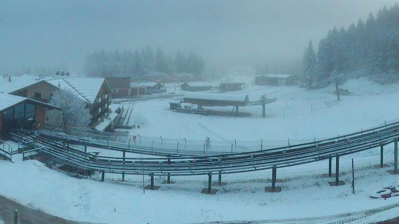 La web cam des ©Monts Jura dévoile la neige présente à la Faucille.