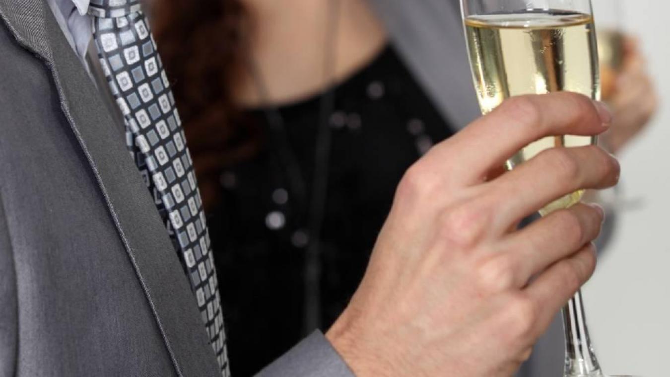 Mercredi 6 novembre, un homme a tenté de voler des bouteilles de champagne dans un magasin de Genève, dans le but « de fêter son anniversaire », selon les justifications données à la police.