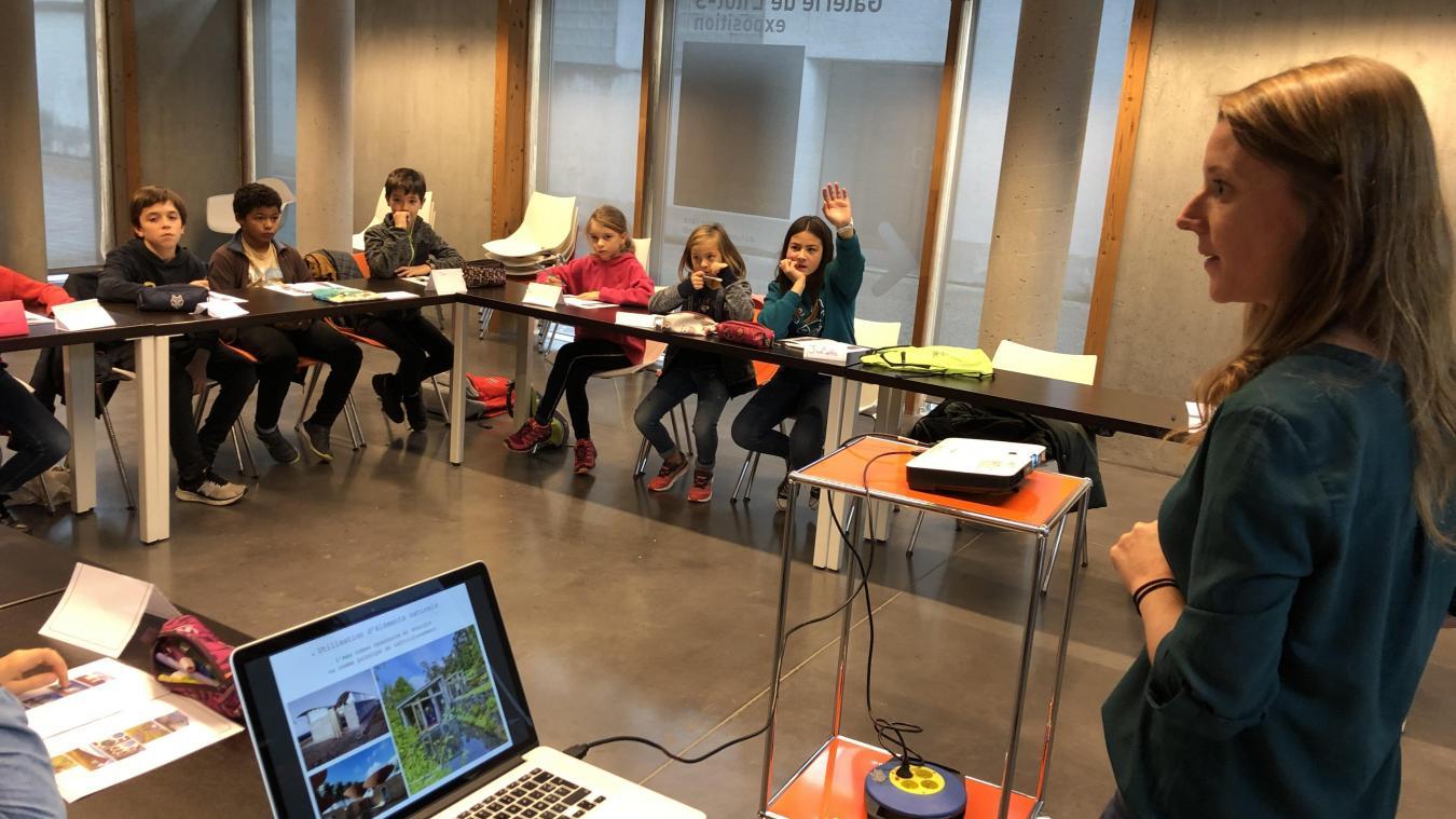 L'architecte Élodie Bergna anime la deuxième session des Mercredis de l'Archi. Elle va proposer aux enfants de mettre en scène la construction d'une cabane sur la montagne.