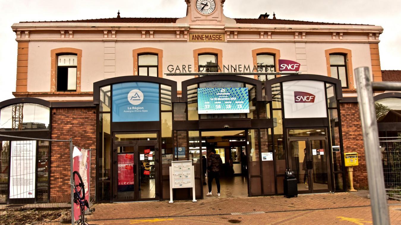 Le Fonds cantonal d'art contemporain a choisi des oeuvres d'artistes renommés qui seront projetées sur de grands écrans dans les gares du Grand Genève, d'Annemasse, Lancy, Bachet et Champel. © DRK