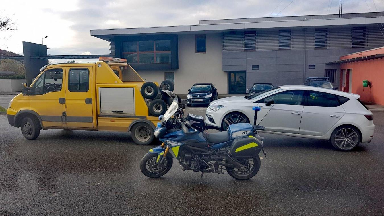 Un automobiliste a été interpellé à Sciez par les gendarmes de la brigade motorisée de Thonon-les-Bains. Il circulait sur la D1005 bien au-delà de la vitesse autorisée.