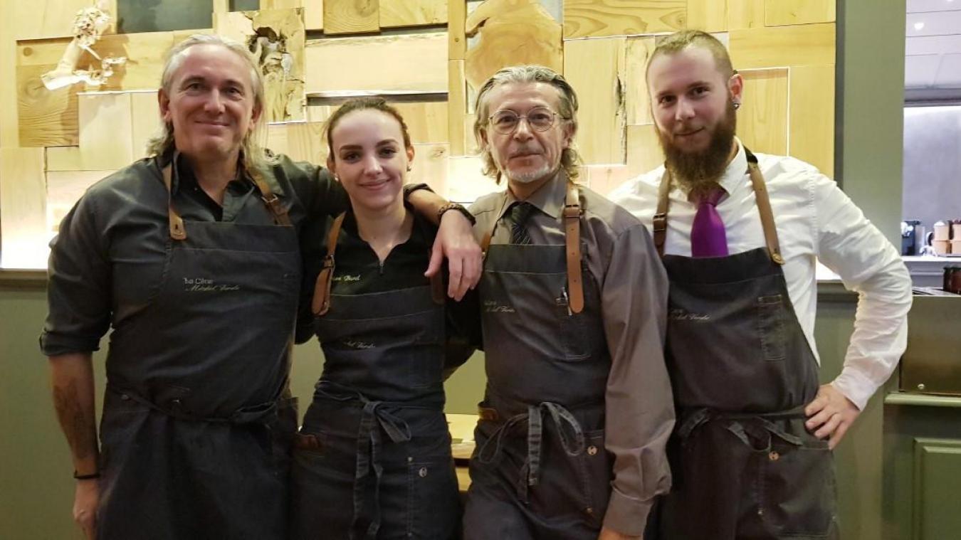 Michel Verdu à gauche avec son équipe 48 heures avant la fermeture de l'établissement, intervenue samedi 9 novembre à Gaillard.