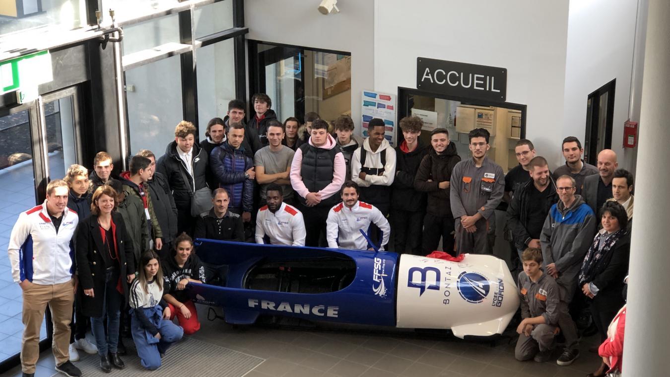 Mardi 12 novembre 2019, une réplique du bobsleigh de l'Équipe de France a été inaugurée dans le hall du lycée.