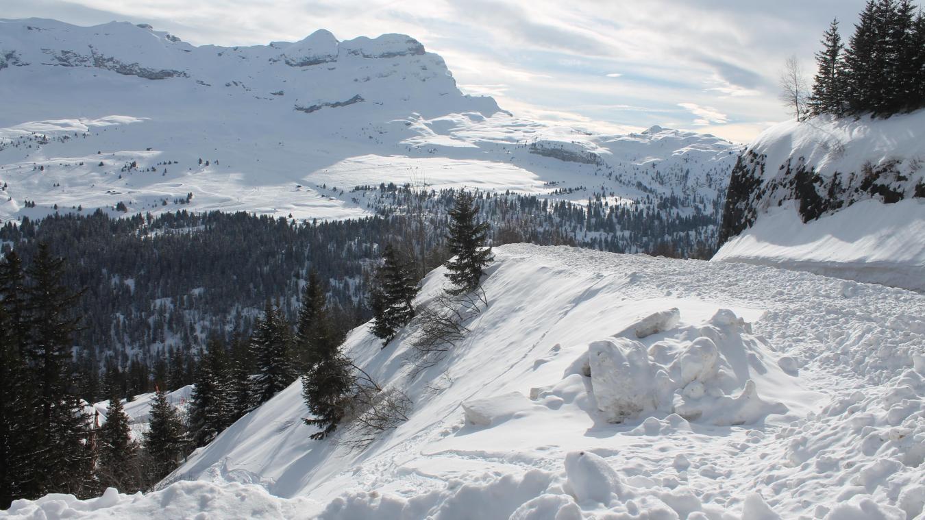 Le site Météo Haute-Savoie annonce des chutes de neige dès 800 mètres dans la nuit du 12 au 13 novembre. Les premières précipitations devraient commencer vers 21 heures.