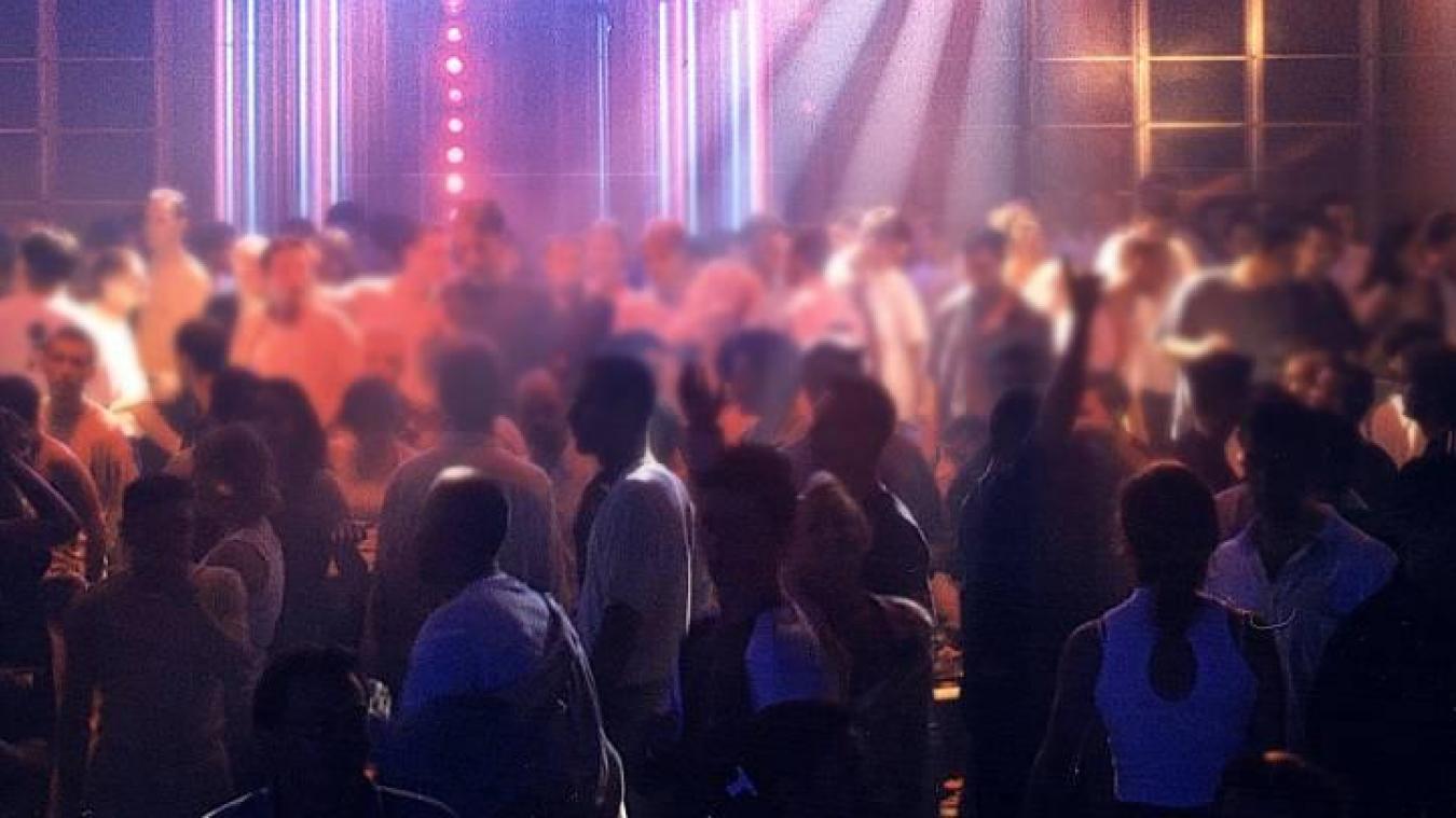 Sortie avec une amie pour se changer les idées, une jeune femme de 19 ans a accouché à 5h30 du matin, lundi 11 novembre, dans une boîte de nuit de Toulouse.
