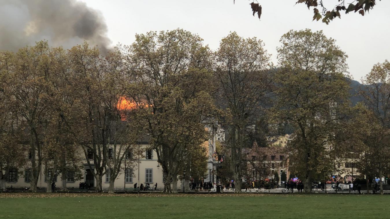 L'incendie de la mairie d'Annecy est annoncé maîtrisé