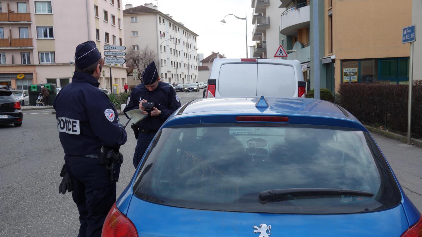 Alors que les policiers le contrôlaient, le conducteur s'est enfui en courant.