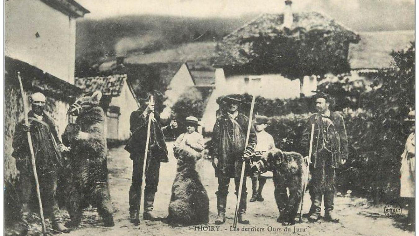 La photo des derniers ours du Jura à Thoiry en 1899 est de l'abbé Jolivet curé de Péron.