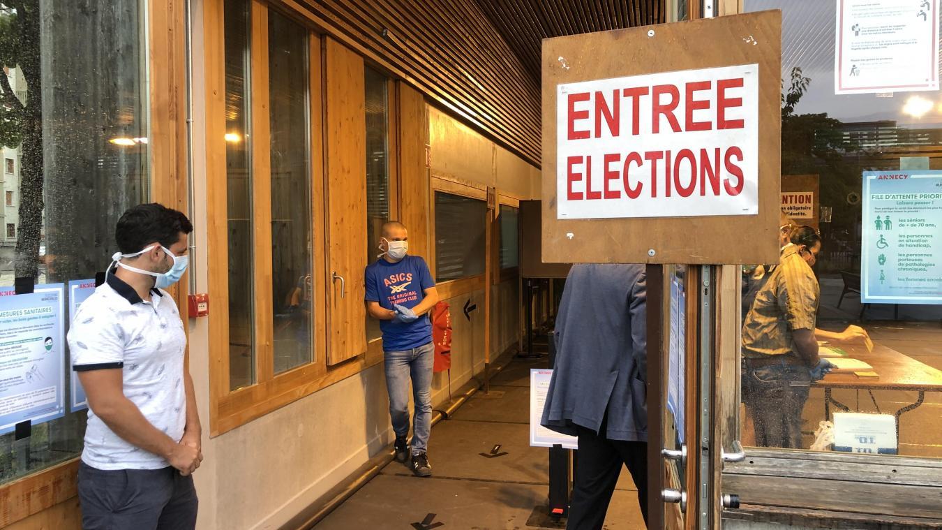 Taux de participation de 36,57% à 17 heures — Municipales en Charente