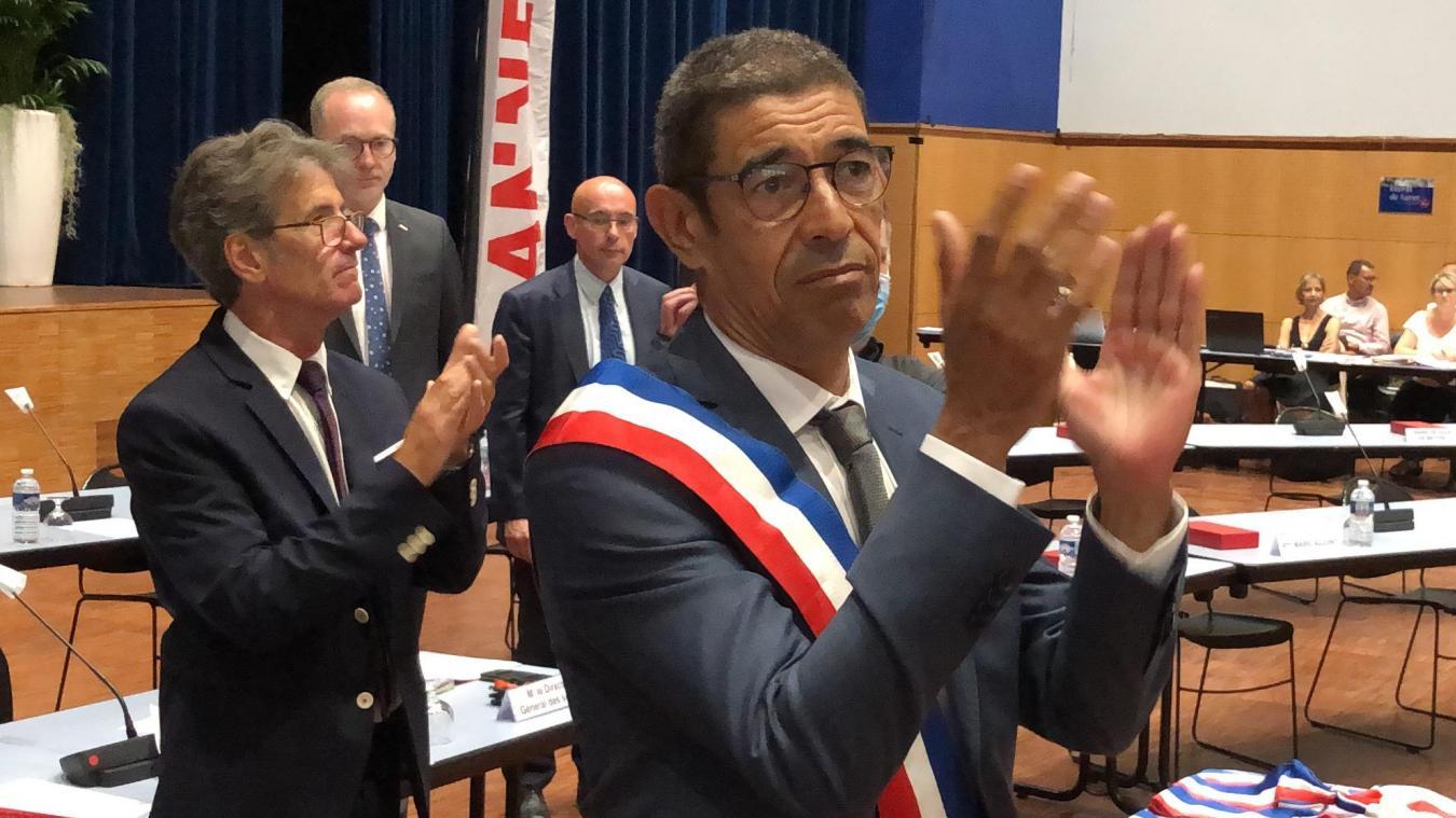 François Astorg et le directeur général des services Dominique Huot de Saint-Albin (à l'arrière plan) ont dû apprendre à travailler ensemble (ici lors du premier conseil municipal, le 4 juillet 2020).