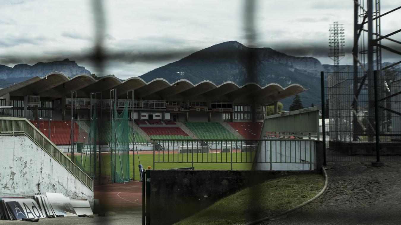 Les associations utilisatrices de l'enceinte sportive craignent que leur début de saison ne soit retardée par une fermeture prolongée du stade.