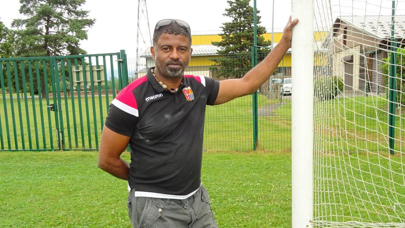 Laurent participe activement à la vie du club de football d'Albertville dont il est l'un des dirigeants.
