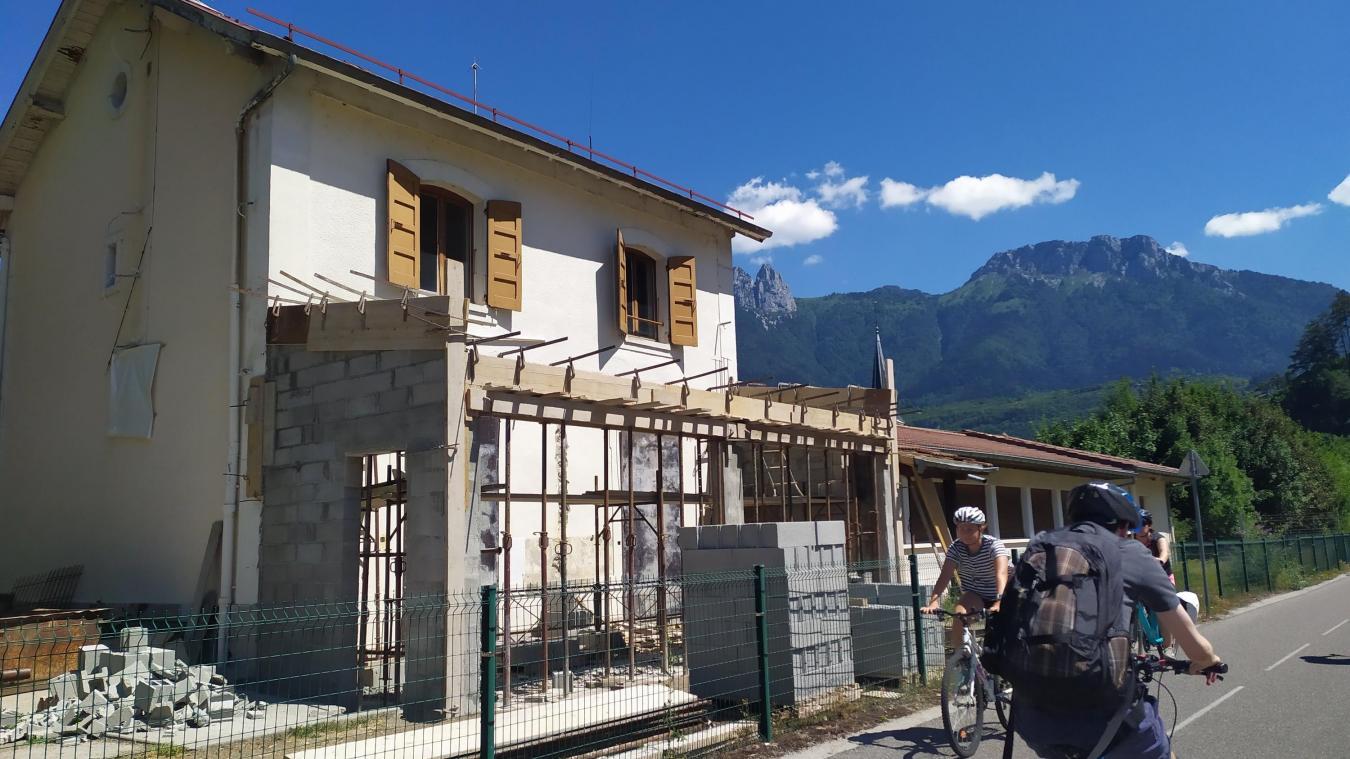 L'ancienne gare désaffectée sera bientôt entièrement rénovée et reconvertie en pôle vélo.