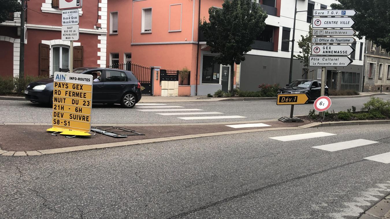 La fermeture est annoncée notamment à l'entrée de la rue de la République, côté rond-point de Savoie.