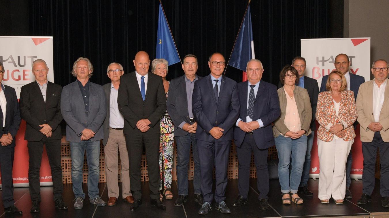 Les quinze élus du bureau communautaire autour de Jean Deguerry