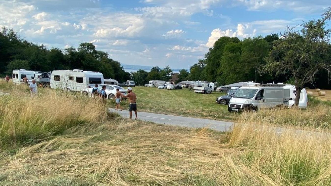 Une communauté de gens du voyage s'est installée mardi 21 juillet, en fin de journée, sur une zone naturelle sensible.